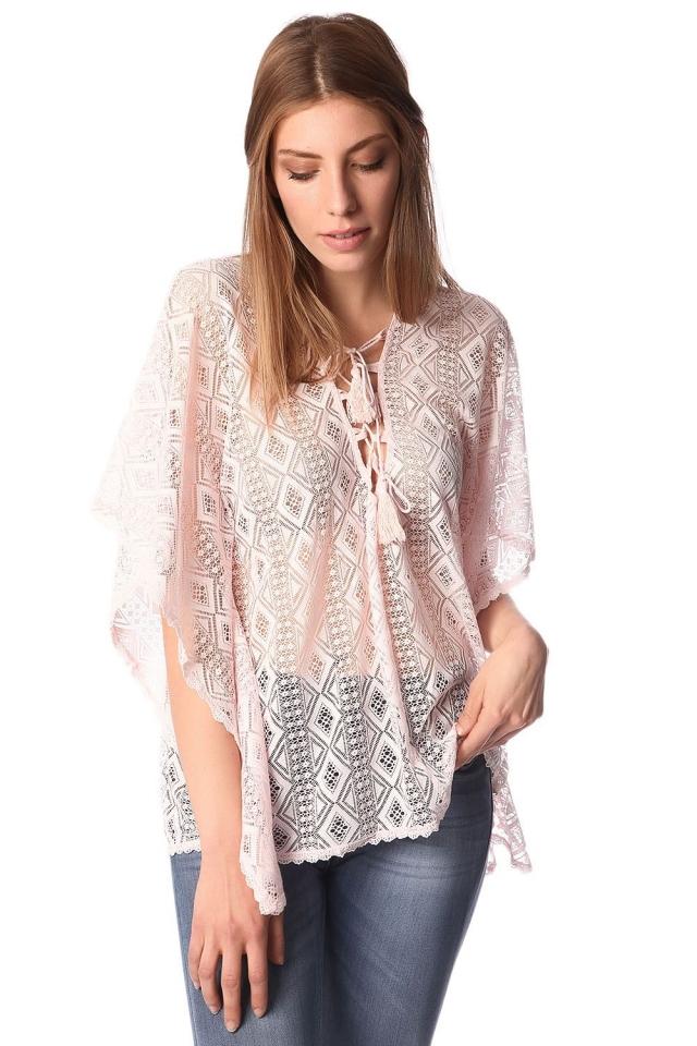 Estilo top kimono laço do crochet com rosa amarrado detalhe