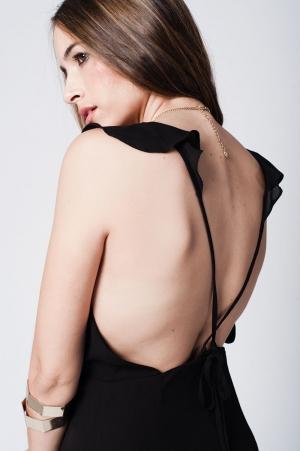 Vestido maxi com a frente plissado preto listras cruzadas na parte de trás