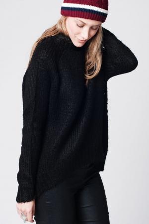Jersey em malha preta de lã assimétrico com gola alta com nervuras