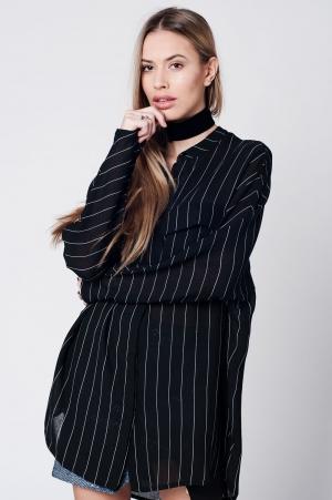 Camisa preta listrada estilo longo