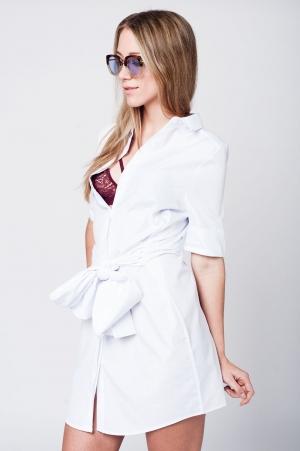 Vestido branco detalhe de laço meia perna na cintura