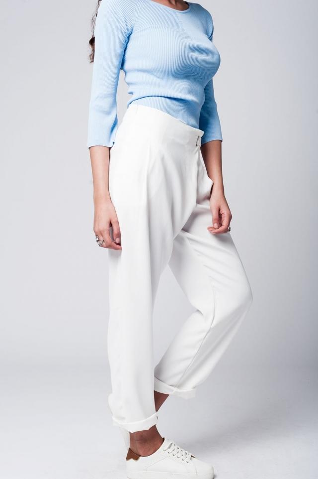 Calça reta branca com detalhes cruzados frente