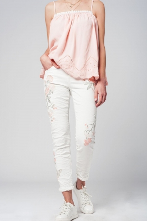 Jeans skinny branco com detalhe flor bordada