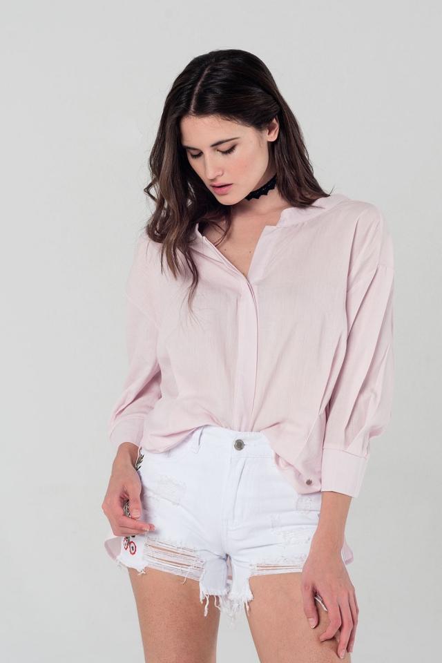Blusa rosa com detalhe de laço nas costas