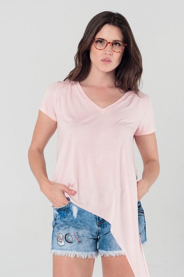 T-shirt cor de rosa assimétrico