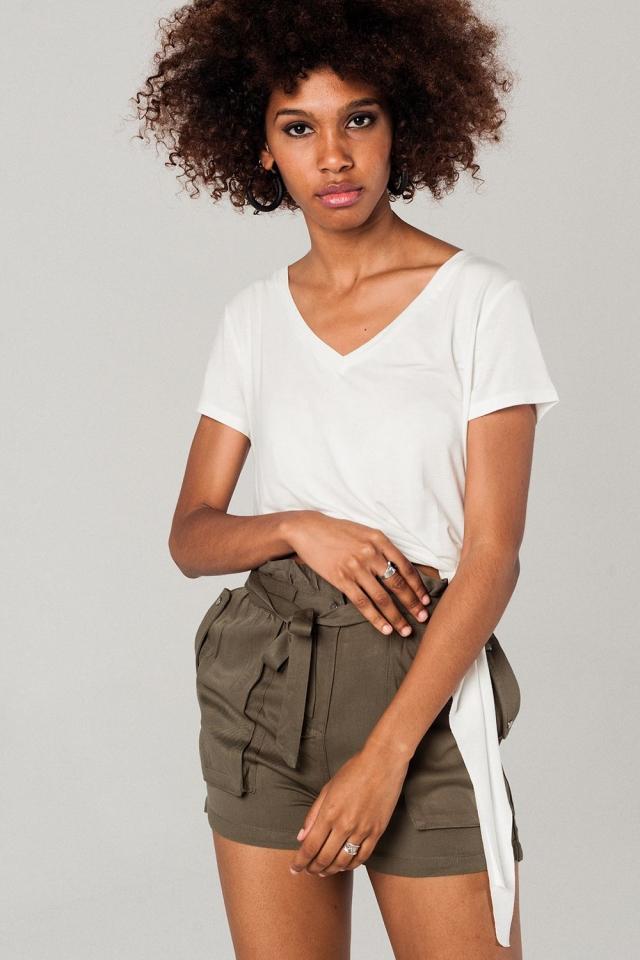 T-shirt cor de branco assimétrico