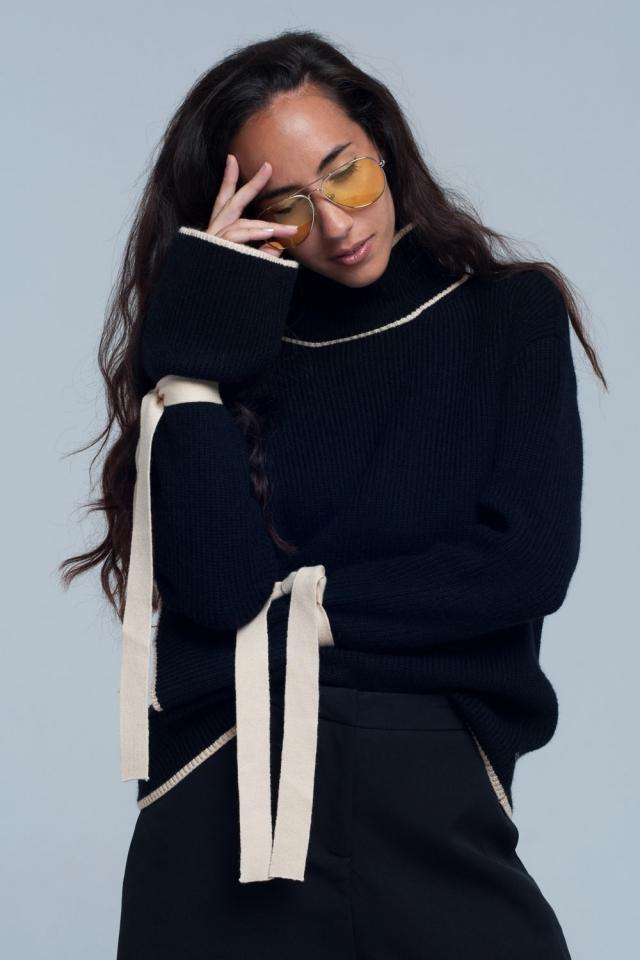 Suéter de gola alta preto e bordas branca