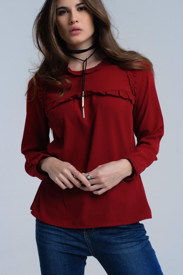 Camisa vermelha com detalhe de babados