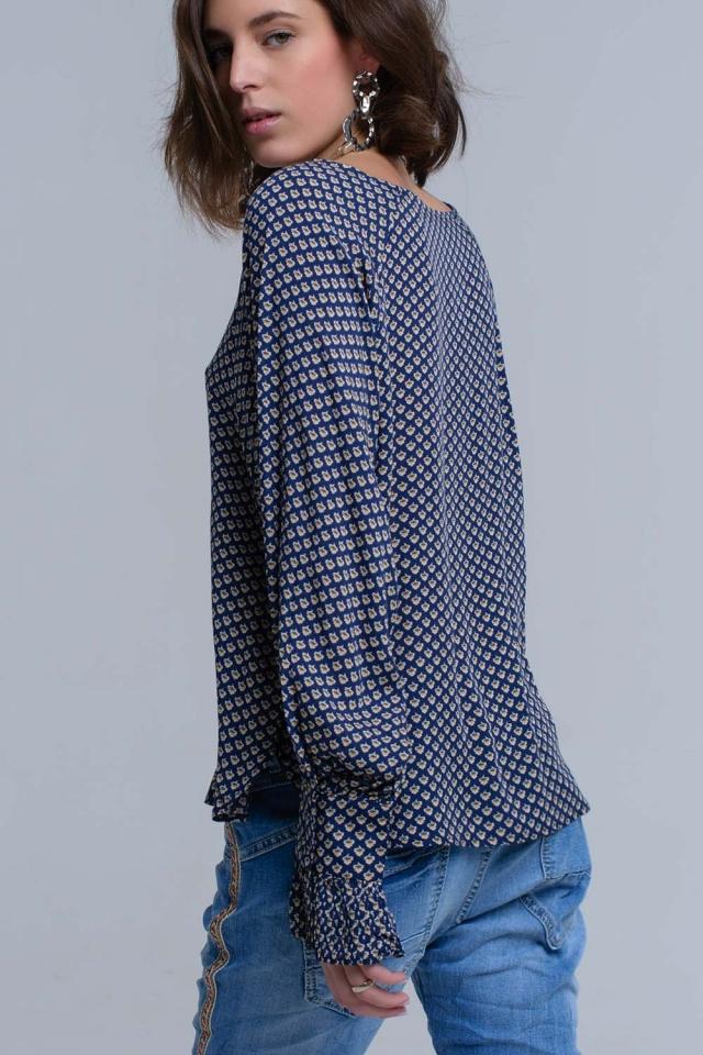 Camisa impressa azul marinho com punhos com babados