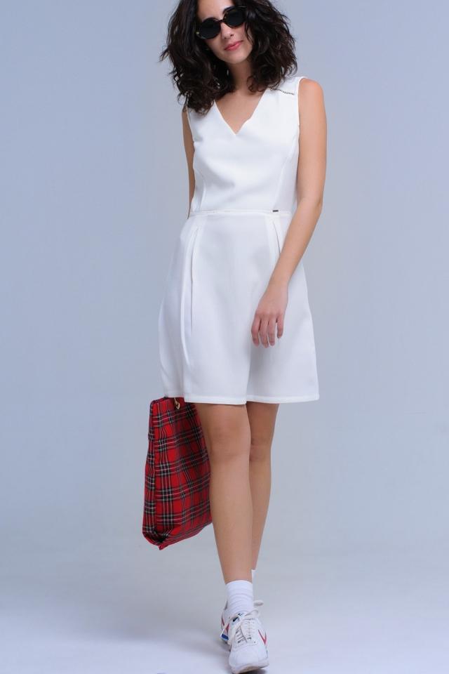 Vestido branco com crochê e fitas