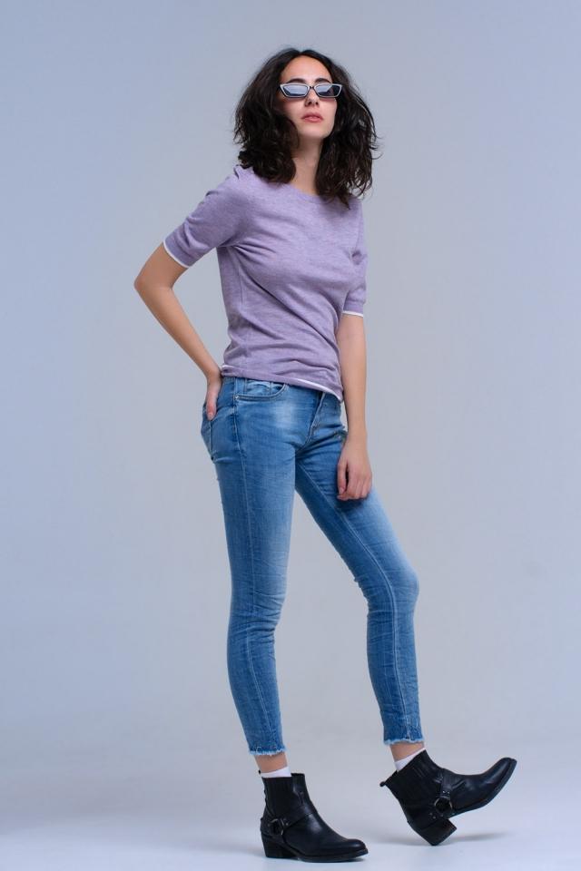 Calças jeans magras com flor bordada