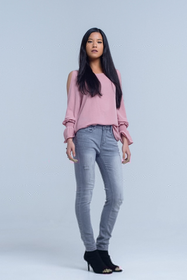 Calças jeans cinza com detalhes de rasgos