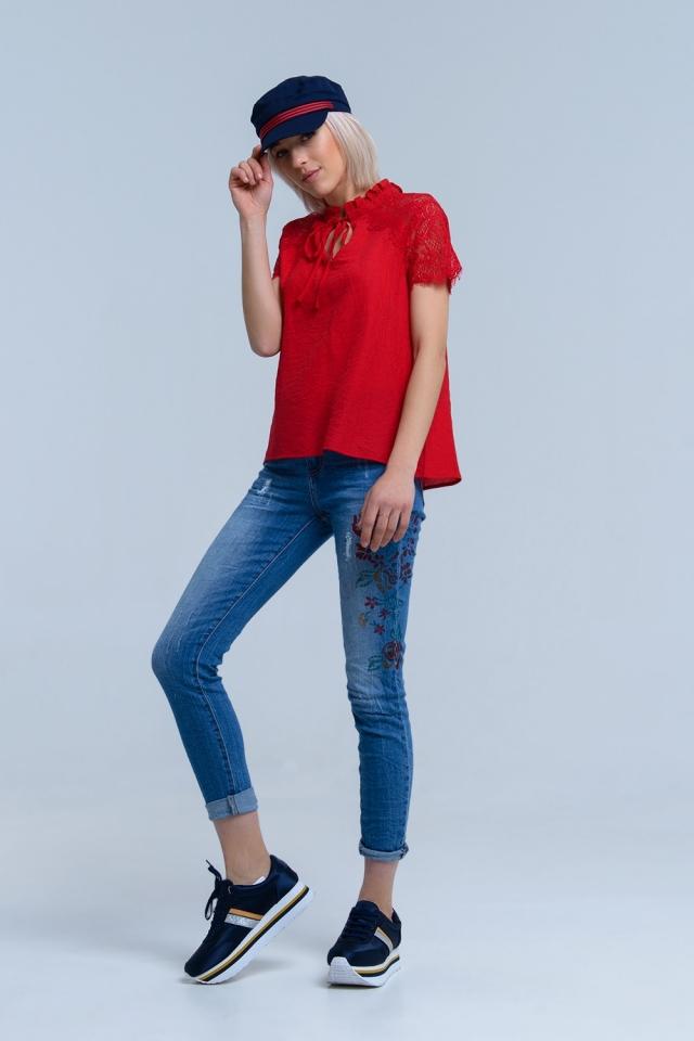 Calças jeans magras com flores pintadas