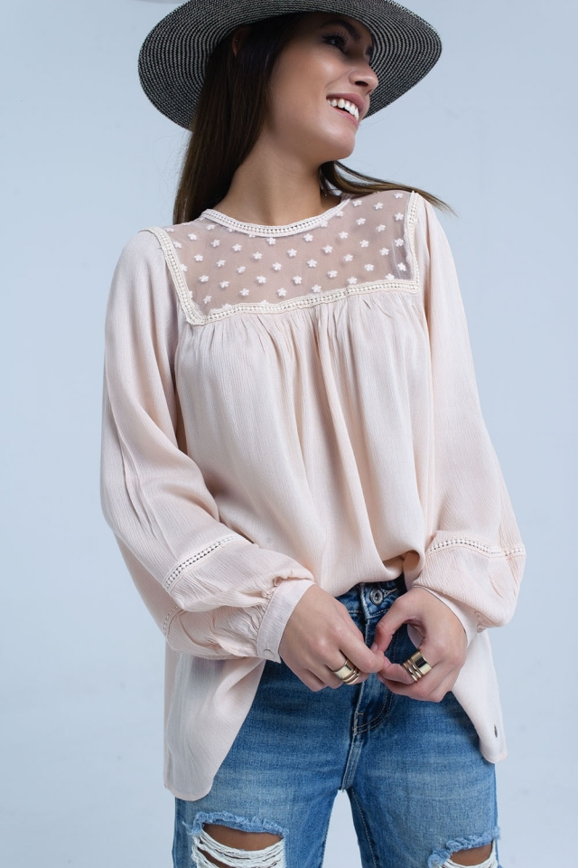 Blusa rosa com detalhe de apliques de contraste