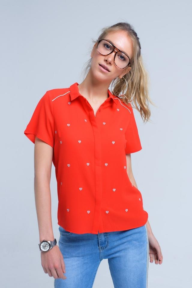 Camisa vermelha com bordado de coração