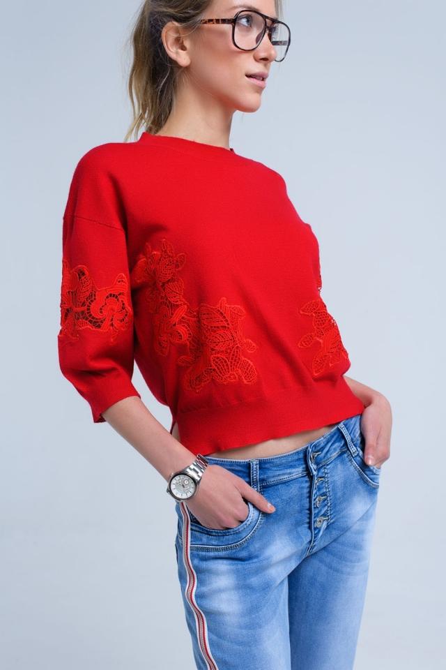 Camisa vermelha com detalhe de bordado
