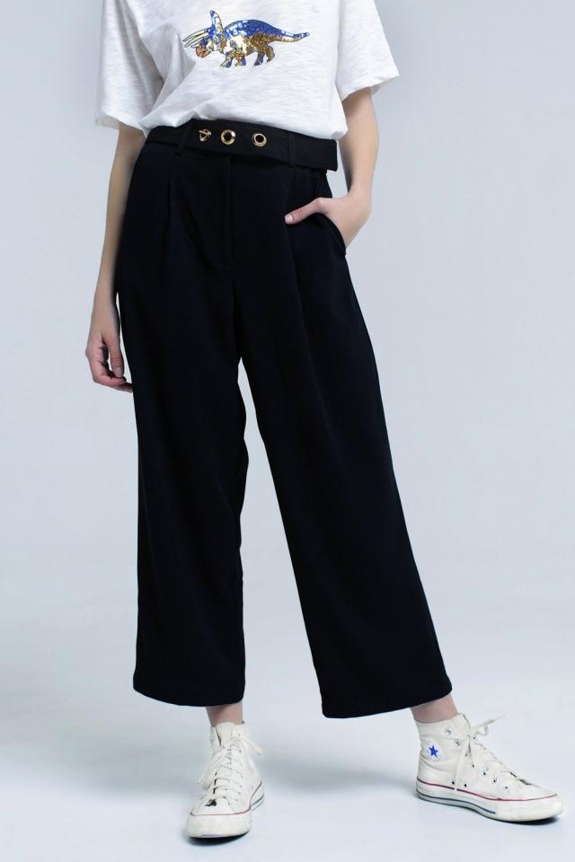 Calças pretas de tornozelo com detalhe de cinto