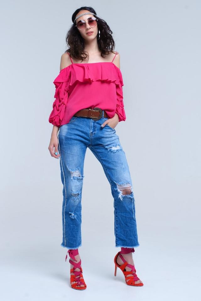 Jeans mom com rasgos e detalhe de lado de cristal