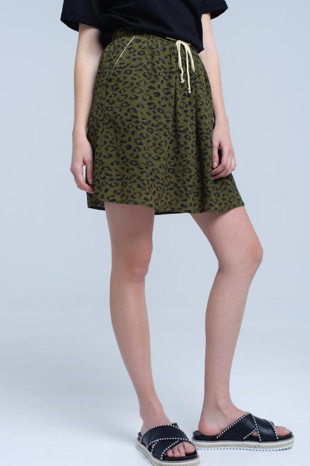 Mini-saia impressa verde com acabamento em contraste