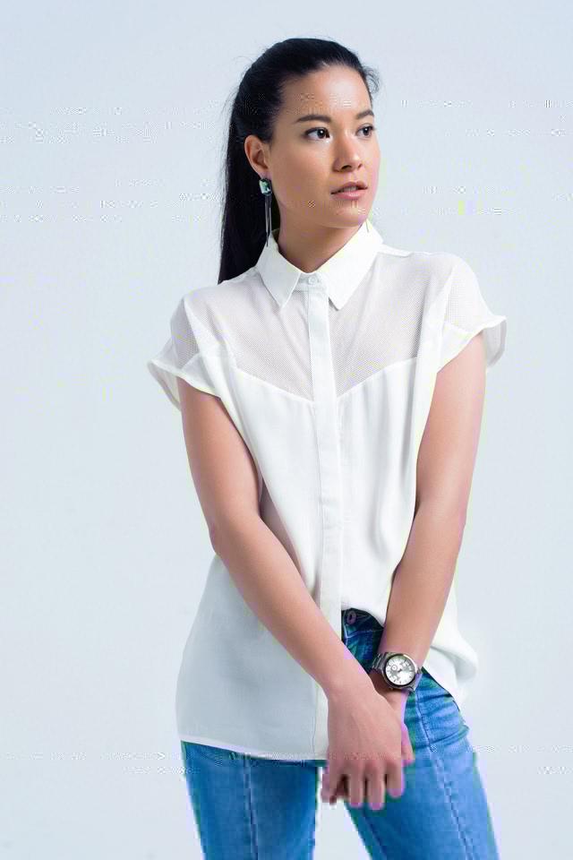 Camisa branca com detalhe de malha