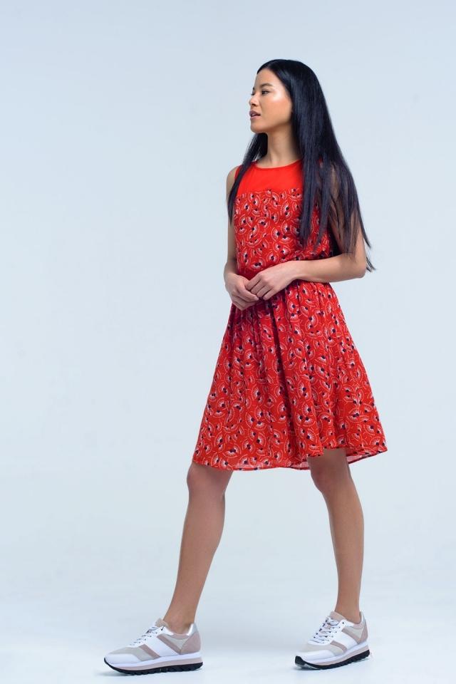 Vestido vermelho com padrão geométrico com arco