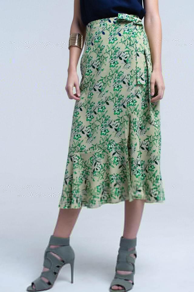 Saia verde com babados e flores impressas