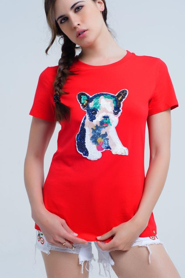T-shirt vermelha com cachorro com lantejoulas