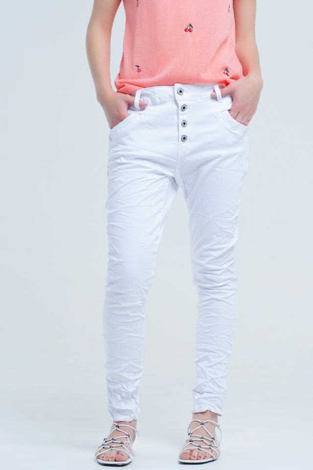 Namorado branco jeans com rugas