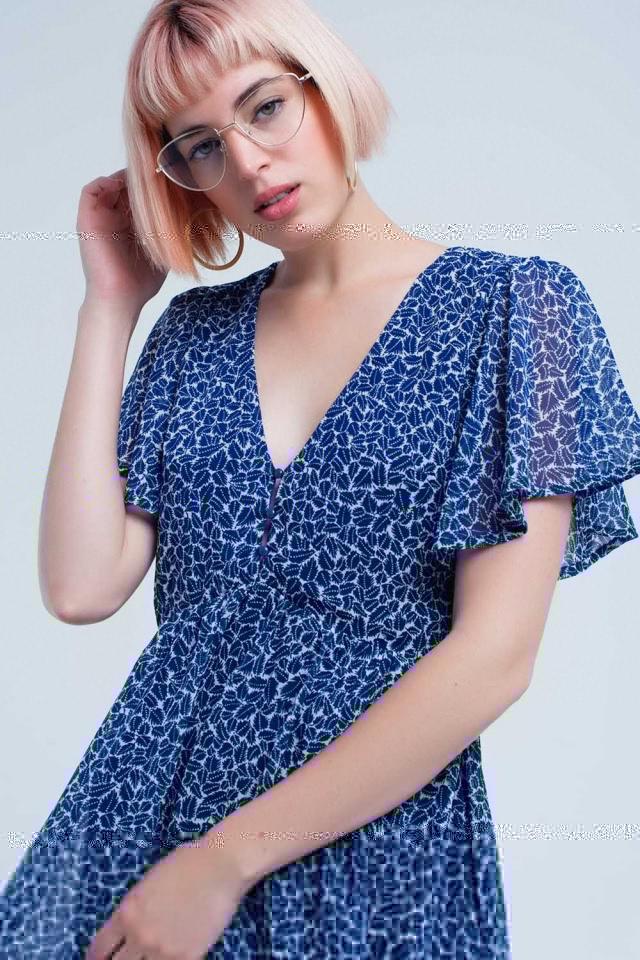 Vestido curto azul marinho com estampa de folha