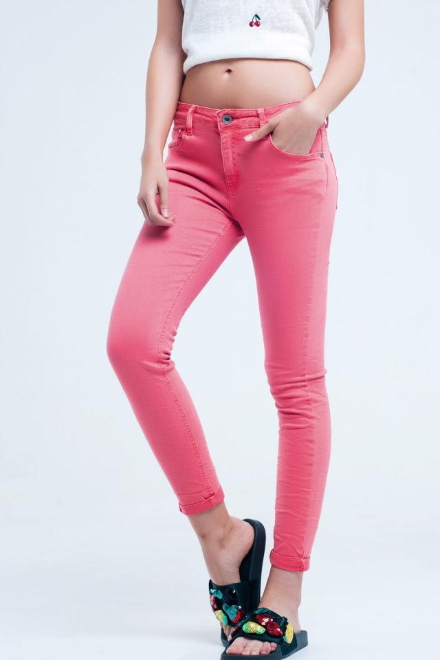 Jeans de tornozelo coral com rugas suaves