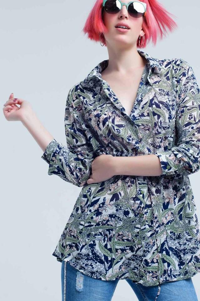 Camisa azul com folha e flor print