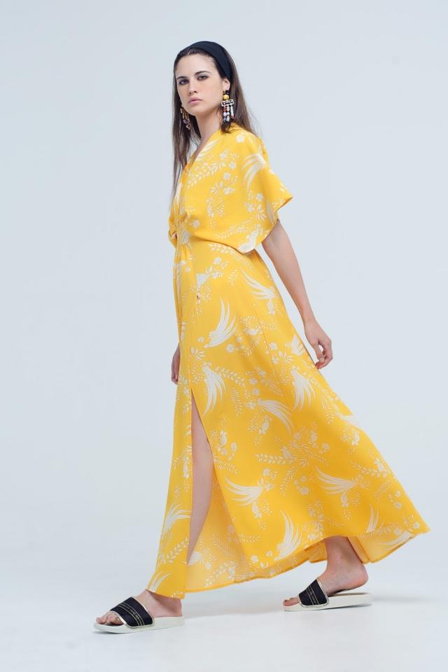 Vestido longo amarelo com flores e aberturas impressas