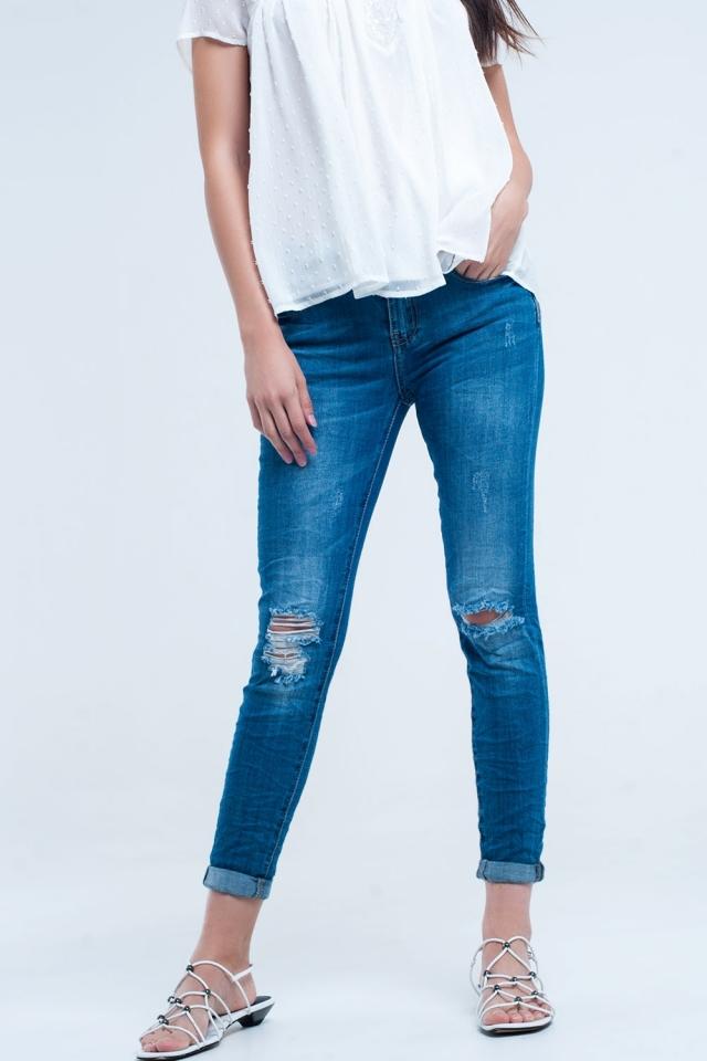 Calça jeans skinny elástica com rasgos