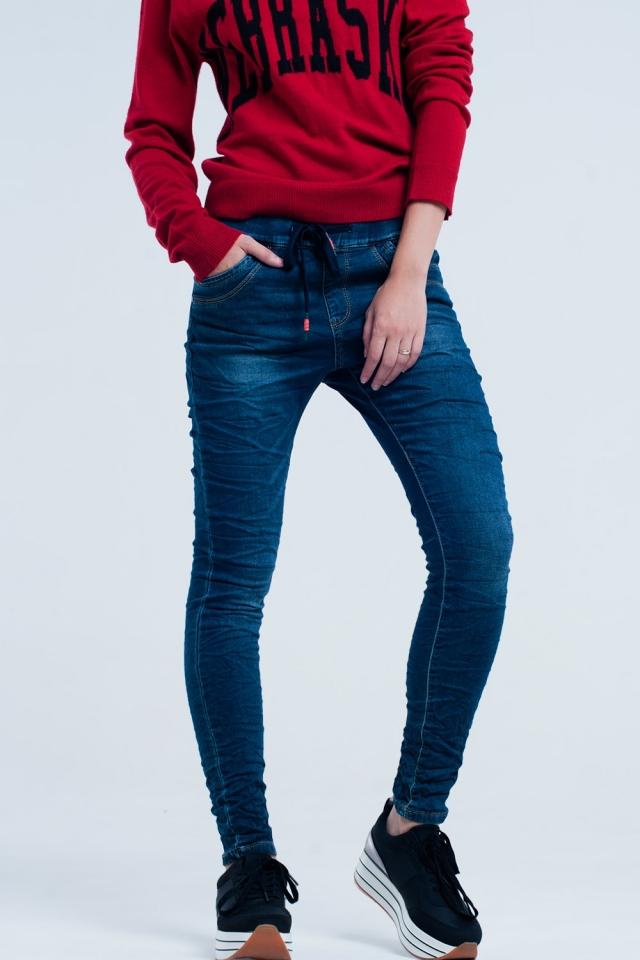 Jeans escuro namorado com cintura elástica