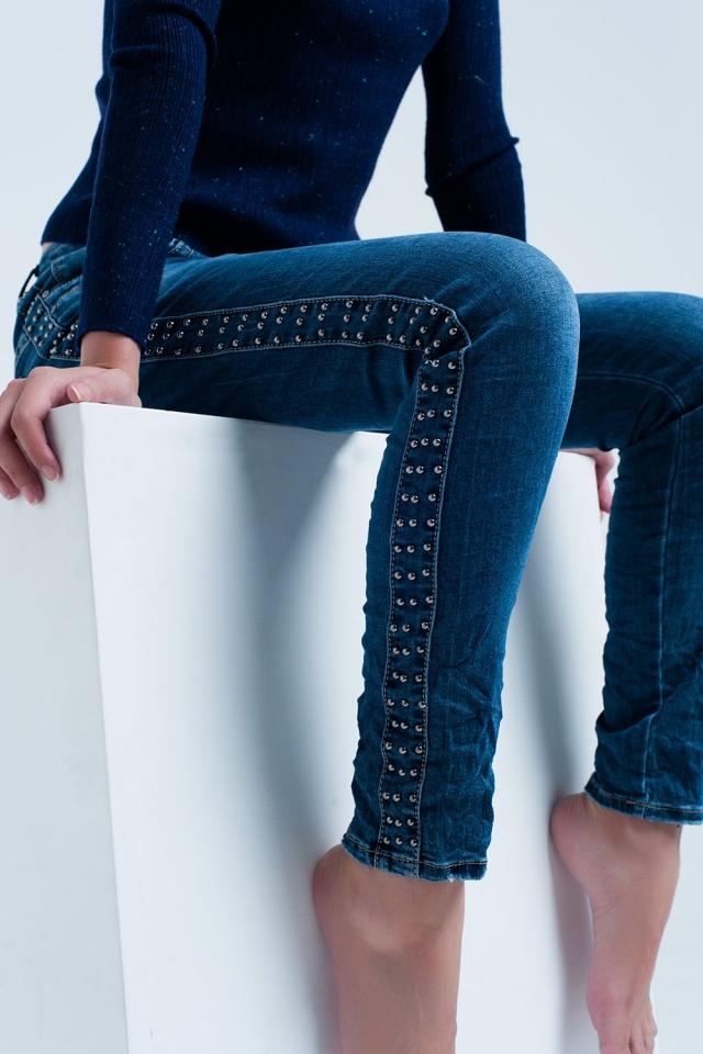 Namorado jeans azul com detalhe de tachas