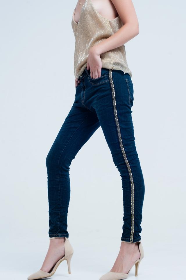 Jeans Boyfriend com lantejoulas e tachas laterais