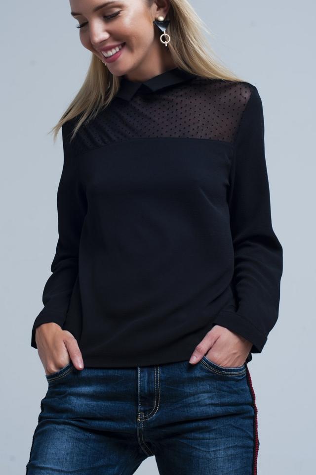 Camisa preta com detalhe de bolinhas transparentes