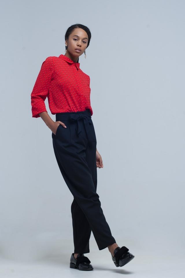 Calça preta de cintura alta com cinto