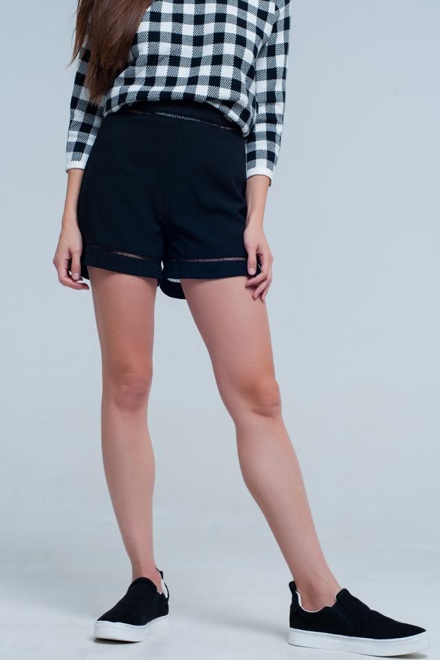 Shorts pretos com rendas