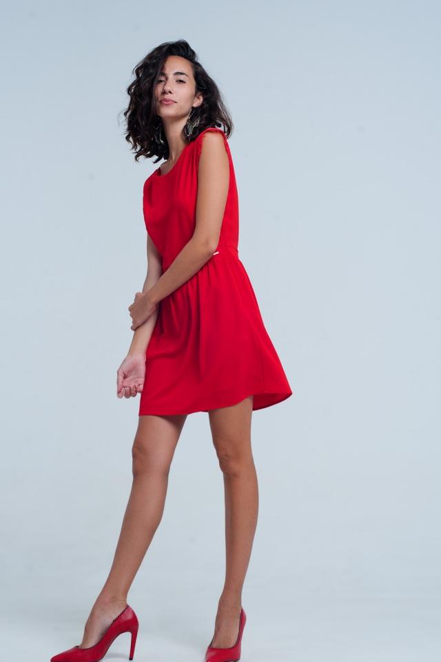 Vestido vermelho sem costas com inserção de laço