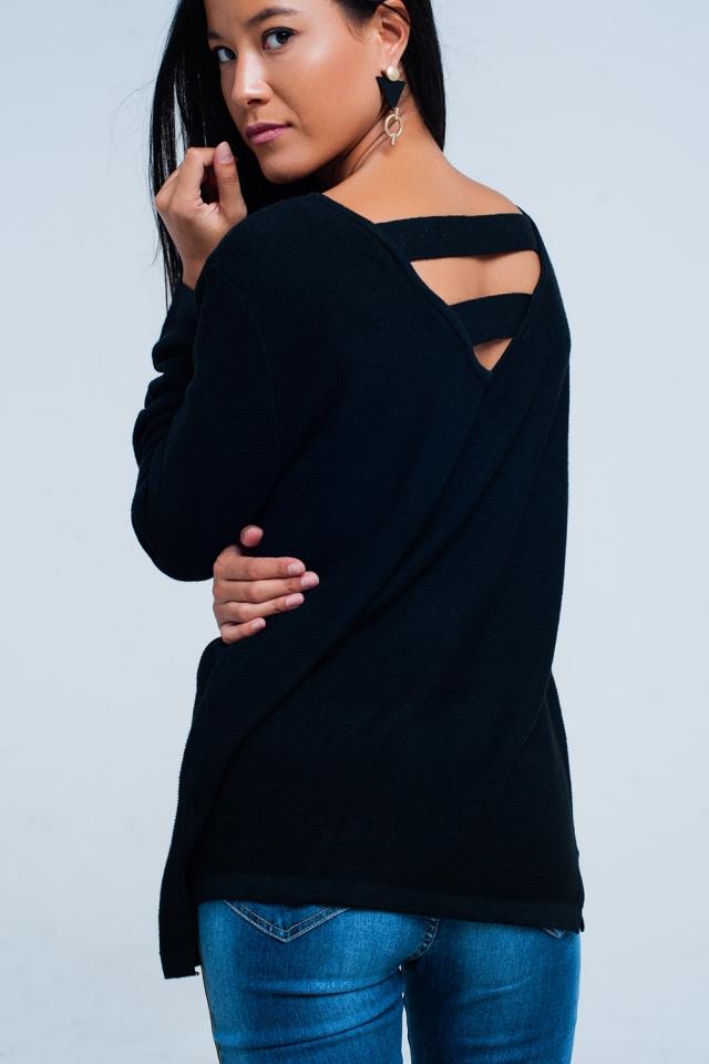 Camisola preta com tiras na parte de trás