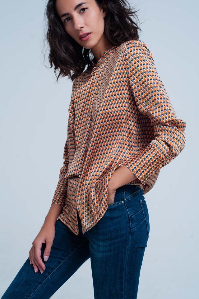 Blusa estampada geometrico laranja com laço frontal