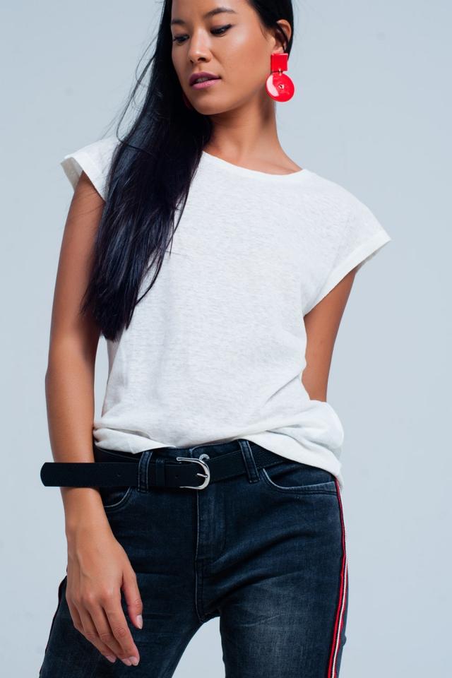T-shirt branca com pescoço scoop