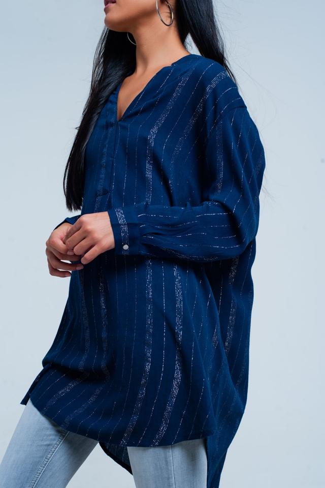 Camisa azul com espinhel com listras pura metálicas