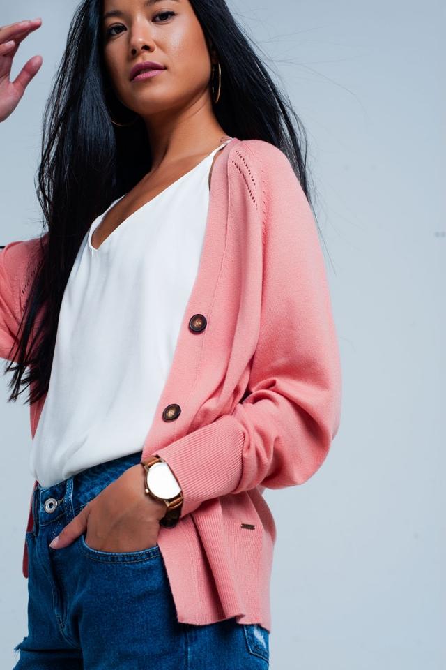 Casaquinho rosa com botões e costura nervosa
