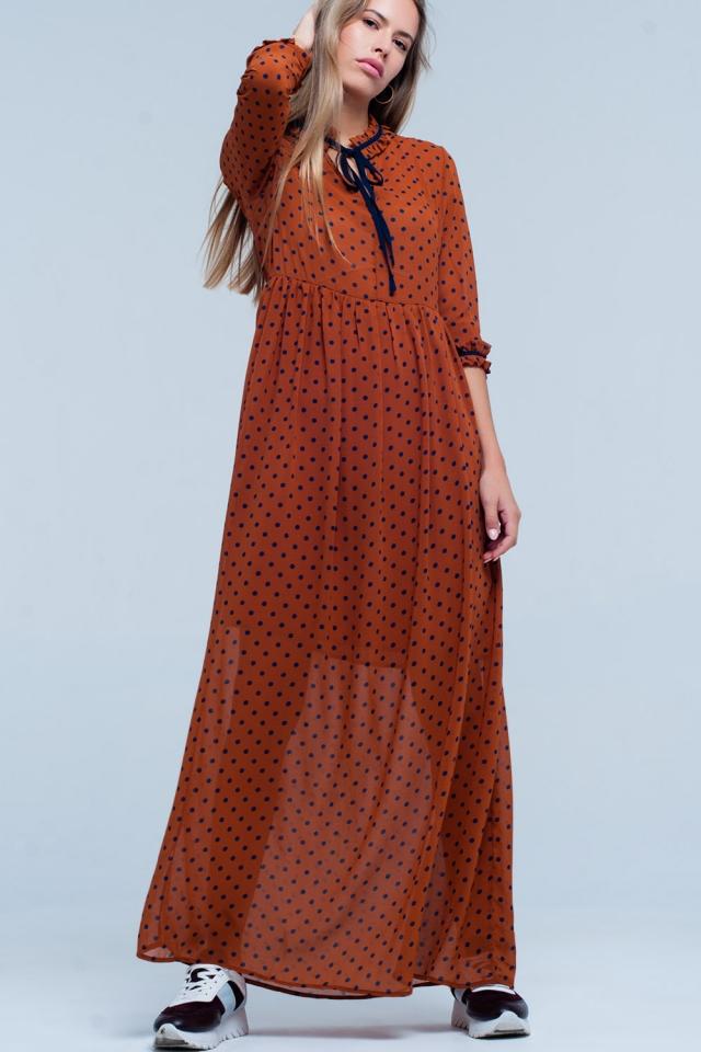 Vestido longo laranja com impresso de bolinhas