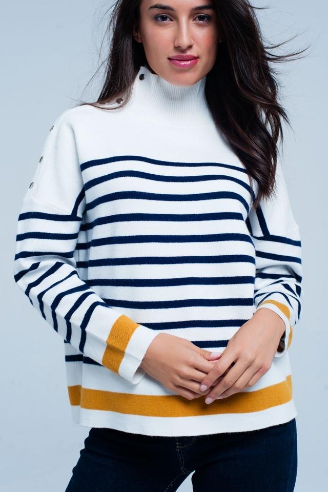 Camisola branco listrada de gola alta com botões
