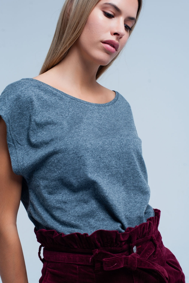 T-shirt Cinza com decote redondo