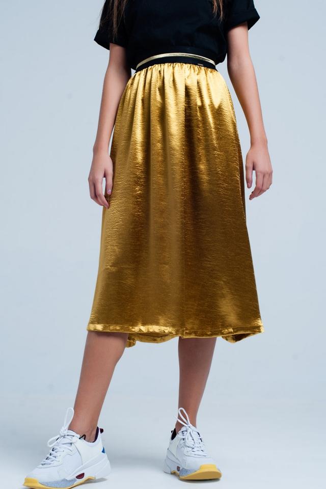 Saia de cetim dourado Midi com cintura elástica
