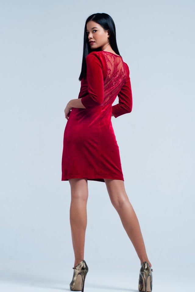 Mini vestido de veludo vermelho decote nas costas
